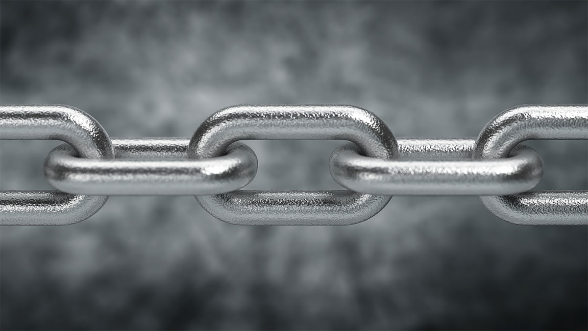 Image of chain depicts surface treatment and coating strength.