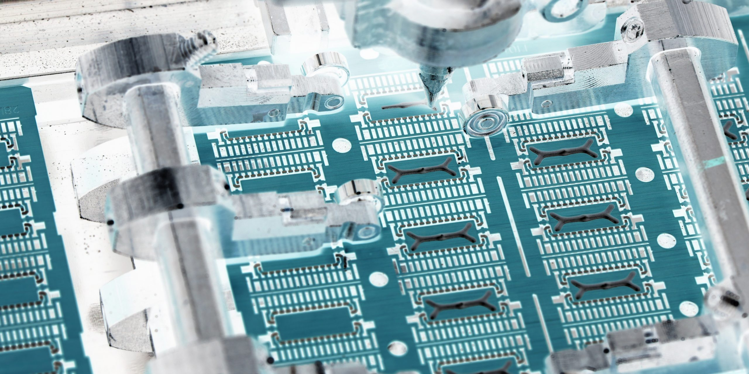 Image of PCB functionalized with Aculon surface modification technology.
